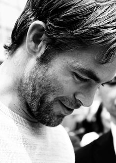 Chris Pine...I want to die.