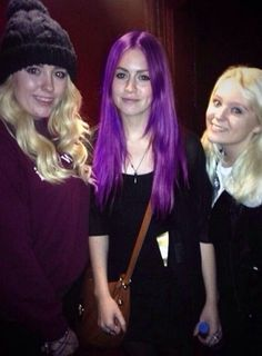 Whoahh I think the one in the middle is Gemma Styles.<< No, really?