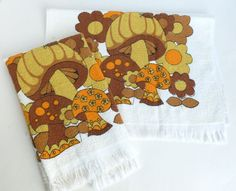 mushroom kitchen decor   Mushroom Kitchen Towels in 1970s Brown, Orange and Yellow Daisies ...