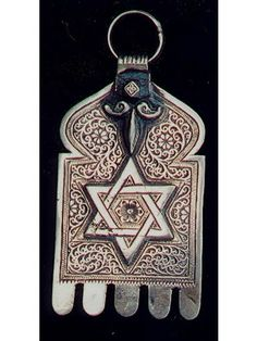 Hamza With a Star of David to Invite Divine Protection from Above - Hamza - Christine Asherah - Picasa Web Albums Forest Fashion, Dark Fairytale, Human Body Parts, Eye Of Horus, Evil Eye Charm, Hand Of Fatima, Jewish Art, Star Of David, Hamsa Hand