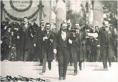 Entrada triunfante de Francisco I. Madero el 7 de junio de 1911 luego de tras haber quitado del poder a Porfirio Díaz. Es alli donde inicia la Etapa Maderista.