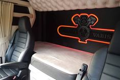 Scania V8, Truck Interior, Truck Design, Big Trucks, Buses, Chevrolet Logo, Vehicles, Creative, Rolling Stock