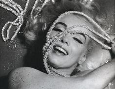 1962_07_12_by_bert_stern_pearls_0041_2