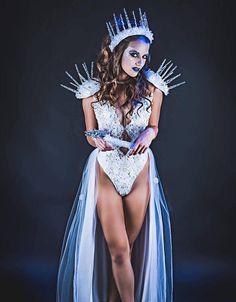 'Winter' Runway (Fours) Ice Princess Costume, Snow Queen Costume, Queen Halloween Costumes, White Costumes, Fairy Costumes, Xmas Costumes, Fantasia Disney, Disney Couple Costumes, Costume Sexy