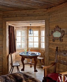 Chalet Chic, Chalet Style, Architectural Digest, Built In Bathtub, Window Furniture, Architecture Design, Rustic Interiors, Log Homes, Decor Styles
