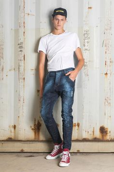 A dynamic fit that gently twists around the legs Loose Fit Jeans, Jeans Fit, Normcore, Legs, Denim, Twists, Fitness, Fall Winter, How To Wear