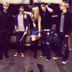 hey all my followers that are R5 fans can you tell me how to watchthat r5 live thing later because i have no clue how please comment