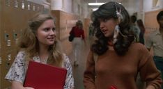 Fast Times at Ridgemont High Stacy Hamilton (Jennifer Jason Leigh) and Linda Barrett (Phoebe Cates) Phoebe Cates Fast Times, Linda Barrett, Sue Lyon, Brat Pack, Teen Movies, Feathered Hairstyles, Teenage Dream, Film Stills, Girl Next Door