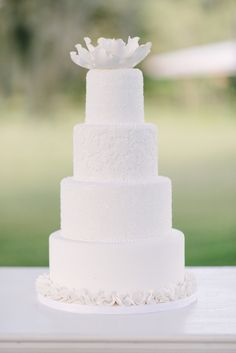 a classic, yet modern all white cake // photo by rusticwhitephotography.com, cake by cakeswithakick.com