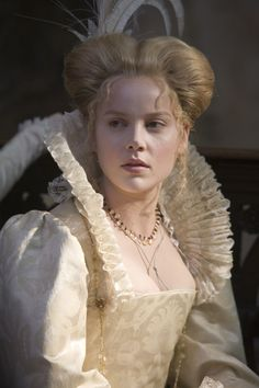 Bess Throckmorton - Abbie Cornish in Elizabeth: The Golden Age, set between 1585 and 1588 (2007).