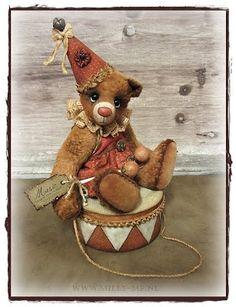 Please meet: Clown Bear TOBIAS