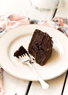 Čokoladna fudge torta (sa marmeladom od aronije)