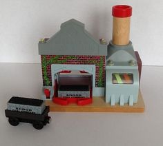 Sodor Power Station Thomas & Friends Wooden Railway 2 Staircases Flags Workman #ThomasFriends