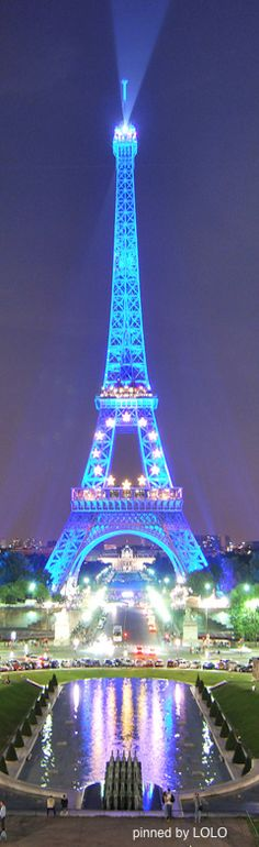 Tour Eiffel It's blue!!