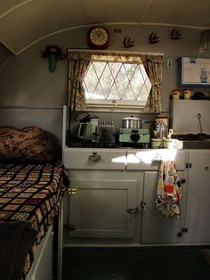 wow ! some days i wish i could simplify my life and abandon the daily grind.....live like this, in a small comfy compact space...get up and go when the mood struck with no looking back, a few bucks and a full tank... calling a vintage travel trailer home.