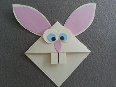 This rabbit bookmark is super sweet and adorable. For those days or nights where you just want to curl up with a good book, make this adorable bunny bookmark to hold your pages. Bookmark Craft, Diy Bookmarks, Corner Bookmarks, Hobbies And Crafts, Arts And Crafts, Paper Crafts, Easter Crafts For Kids, Diy For Kids, Diy Cadeau Noel