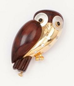 """Van Cleef & Arpels  Pin """"Owl"""" in yellow gold and snakewood set with diamonds. Eyes adorned with pearl and onyx. Signed Van Cleef & Arpels an..."""