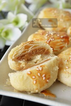 The Flaky and Flakiest Tau Sar Piah with smooth Tau Sar filling 酥皮豆沙饼 | Recipe from BakeHappyforKids