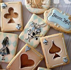 Alice in Wonderland theme tea party cookies Alice In Wonderland Cakes, Alice In Wonderland Birthday, Wonderland Party, Alice In Wonderland Decorations, Fancy Cookies, Cute Cookies, Alice Tea Party, Mad Hatter Tea, Mad Hatters