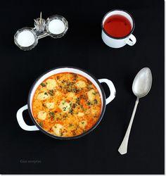 Gizi-receptjei: Tejfölös krumpligombóc leves. Curry, Ethnic Recipes, Food, Kalay, Meals, Curries, Yemek, Eten