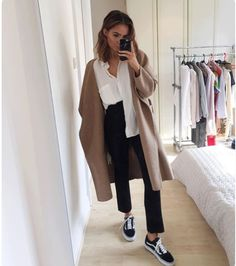 camel coat, white blouse, black jeans, old school vans, short beachy hair Mais Something about this outfit just looks good. Mode Outfits, Fall Outfits, Casual Outfits, Fashion Outfits, Fashion Trends, School Outfits, Skandinavian Fashion, Looks Style, Outfit Goals