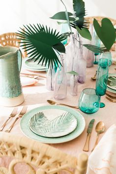 Paper plant tablescape - The House That Lars Built - Tropical plants have been quite the rage in party and home decor. I've… Read Tropical Bedroom Decor, Tropical Furniture, Tropical Bedrooms, Tropical Decor, Tropical Houses, Tropical Plants, Tropical Tabletop, Tropical Interior, Tropical Colors