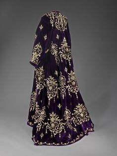 """fashionsfromhistory: """" Wedding Dress Early Century Edirne, Turkey Israel Museum """" I love the detail on this! Historical Costume, Historical Clothing, Folk Fashion, Vintage Fashion, Vintage Couture, Israel Museum, Turkish Wedding Dress, Bridal Dresses, Wedding Gowns"""