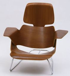 Experimental Lounge Chair Date: c. 1944 Medium: Molded plywood and steel rod Dimensions: 28 x 30 x x x cm) Designer: Charles Eames, Ray Eames Charles Eames, Eames Furniture, Eames Chairs, Furniture Design, Simple Furniture, Sofa Design, Lounge, Mid Century Modern Furniture, Cool Chairs