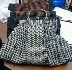 Tejido y elaborado a mano Handmade Tote Bag, Fashion, Hand Knitting, Hands, Totes, Tejidos, Moda, Fashion Styles, Fashion Illustrations