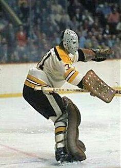 Jacques plante Hockey Shot, Hockey Goalie, Hockey Teams, Hockey Players, Ice Hockey, Boston Sports, Boston Red Sox, Boston Bruins Goalies, Goalie Mask