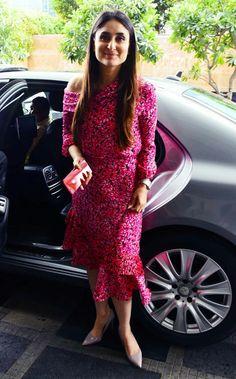 Kareena k khan Pakistani Dresses, Indian Dresses, Indian Outfits, Kurta Designs Women, Kurti Neck Designs, Casual Indian Fashion, Lehnga Dress, Saree Blouse, Indian Designer Suits