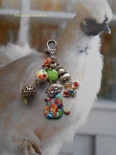 Bijou de sac Porte clefs fantaisie Chats - Argenté et multicolore Perles et breloques - Pâte polymère - Verre - Emaux