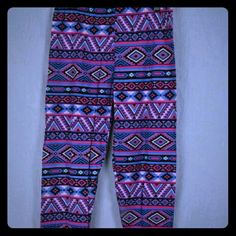 NWT Purple And Black Aztec Print Leggings This is a brand new pair of leggings by Magid. They were only taken out of the package to take pictures! They are light purple with black aztec designs on them. The size chart for these are in the pictures. #new #aztec #leggings Magid Pants Leggings