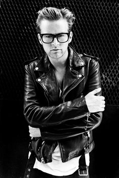 Choosing The Right Men's Leather Jackets. A leather coat is a must for every single guy's closet and is also an excellent method to express his personal design. Leather coats never ever head Boys Leather Jacket, Leather Men, Leather Jackets, Leather Pants, Riders Jacket, Teddy Boys, Mens Style Guide, Motorcycle Outfit, Latest Mens Fashion