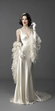 #vintage #wedding #dress beautiful and gorgeous.   Plan your dream wedding at www.Jellifi.com