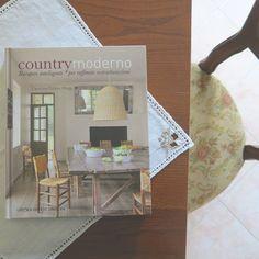 Libri: Country moderno Table Decorations, Furniture, Design, Home Decor, Decoration Home, Room Decor, Home Furniture, Interior Design, Design Comics