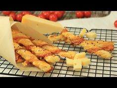 Käse-Knusperstangen als Snack Cheese crunchy bars as a snack from cooking kinoDE Cheese Snacks, Cheese Appetizers, Finger Food Appetizers, Appetizer Recipes, Party Finger Foods, Snacks Für Party, Brunch Party, Hors D'oeuvres, Corn Dogs