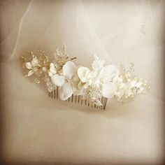 Beautiful bespoke floral comb. Such a wonderful finishing touch  www.donnacrain.com for all bridal accessories X