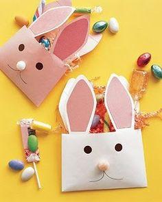 Maualidades para Pascua, bolsita de caramelos con forma de conejo.