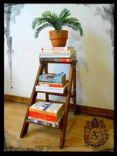 Antigua Escalera Plegable utilizada como librero. Antikes & Co. Antigüedades, Cd. Juarez, Chihuahua, México. Visítanos en: http://listado.mercadolibre.com.mx/_CustId_139792755