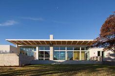 Dick Clark + Associates build Brownwood Residence via onreact Residential Architecture, Modern Architecture, Floating House, Architect House, Modern House Design, Modern Houses, Maine House, Interior And Exterior, Building A House