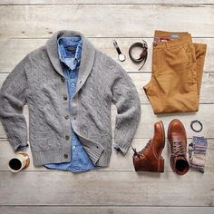 Last minute shopping and wrapping calls for extra coffee ☕️ Mug: Cardigan: via Chinos: flannel lined Shirt: Boots: 1000 mile Evans Belt: Bracelet: Socks: Watch: Fashion Mode, Look Fashion, Daily Fashion, Mens Fashion, Fashion Menswear, Mode Outfits, New Outfits, Casual Outfits, Fashion Outfits