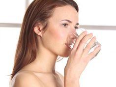 """Les bains de bouche à l'huile, appelé aussi """"tirage à l'huile"""" guérissent nos intestins et troubles dentaires chroniques. A réaliser le matin à jeun, ils permettent de se détoxiner naturellement. Une astuce santé naturelle que nous décrypte notre contributrice Alexandra Charton."""
