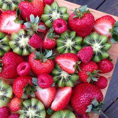 Some delicious strawberries, kiwis, & raspberries to brighten up a rainy morning!