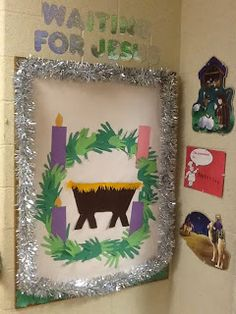 The Catholic Classroom: Waiting For Jesus good way to show the filling of the manger with GOOD DEEDS. Preschool Christmas, Christmas Activities, Christmas Art, Christmas Tables, Nordic Christmas, Reindeer Christmas, Modern Christmas, Religious Bulletin Boards, Christmas Bulletin Boards