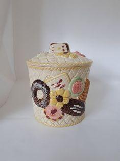 Vintage Cookies, Cookie Designs, Cookie Jars, Vintage Ceramic, Basket Weaving, I Shop, Nostalgia, Chips, Ceramics