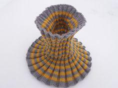 Metsäläisten elämää: Neulottu kauluri Crochet Scarves, Neck Warmer, Shawl, Winter Hats, Beanie, Knitting Ideas, Diy, Fashion, Caps Hats