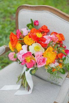 fleurs mariage d'été: bouquet de mariée de coquelicots