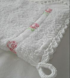 dressing up a white towel Crochet Towel, Diy Crochet And Knitting, Crochet Girls, Towel Crafts, Yarn Crafts, Sewing Crafts, Doily Patterns, Soft Towels, Crafts