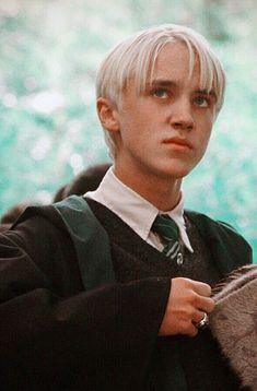 Draco Harry Potter, Estilo Harry Potter, Mundo Harry Potter, Harry Potter Pictures, Harry Potter Characters, Tom Felton, Draco Malfoy Imagines, Fantasy Magic, Draco Malfoy Aesthetic